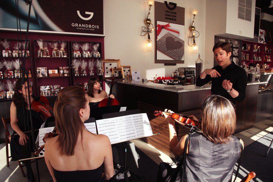 Maxime Goulet during the shooting of the music video Coffe-infused Chocolat, with the string quartet 4Ailes, at the chocolate shop Geneviève Grandbois, in Brossard, in 2014. Photo: Patrick Peris