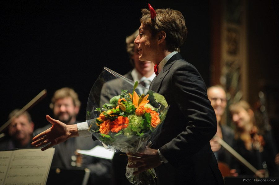 Maxime Goulet with the Orchestre métropolitain and Jean-Michel Malouf, during premiere of On Halloween Night, at the Théâtre Outremont, in Montréal, in 2014. Photo: Francois Goupil